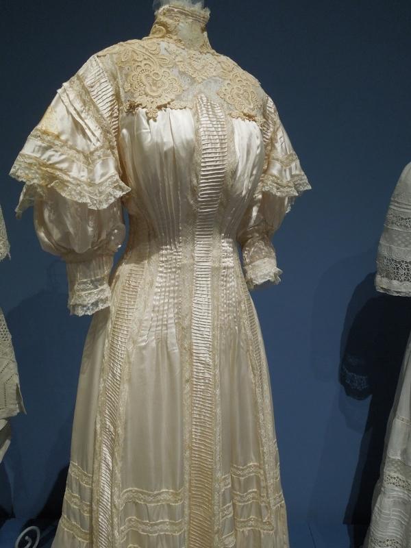 PMH wedding dresses 006 (600x800)