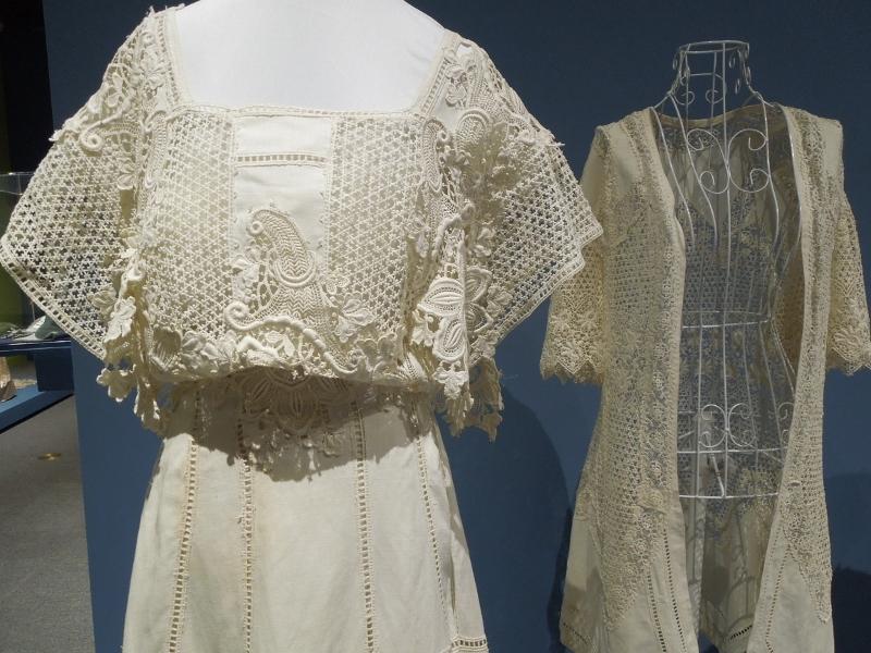 Wedding dress and jacket (800x600)