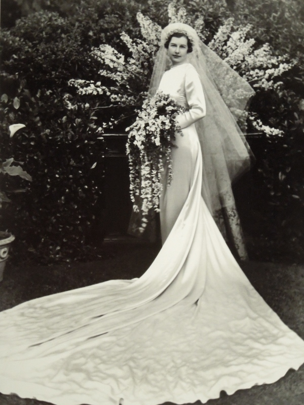 Barbara Cheesewright's wedding gown 004 (600x800)